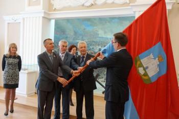 Торжественная передача флага Орловской области, побывавшего на вершине Эльбруса