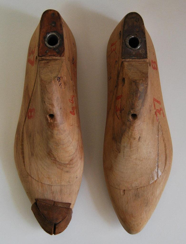 Обувные колодки. Фонды Орловского краеведческого музея