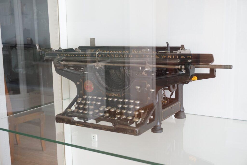 Печатная пишущая машинка. Фонды Орловского краеведческого музея